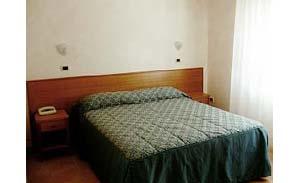 Hotel zipeto prenotazione albergo san giovanni rotondo for Camere albergo dwg