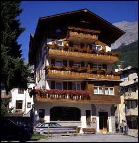 Hotel meubl della contea prenotazione albergo bormio for Hotel meuble bormio