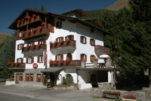 Hotel Residence Checrouit Hotel Courmayeur