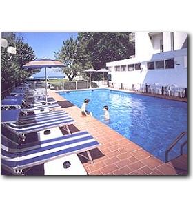Hotel london cattolica prenota hotel a cattolica emilia for Cabine al lago della piscina di joe
