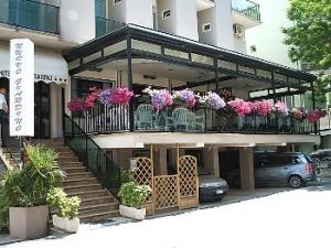 Hotel nuovo giardino rimini rivazzurra prenota hotel a for Giardino rimini